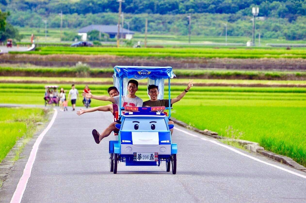 的奶水小�_2019台东亲子景点池上伯朗大道救援小队电动车小朋友开